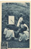 AN 23 / C P A     AFRIQUE-  GABON  -   LA LECON DE LECTURE - Gabon