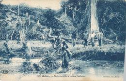 AN 28 / C P A     AFRIQUE-  GABON  -   NETTOYAGE DE LA RIVIERE LOUBOMO - Gabon