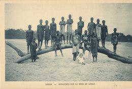 AN 32 / C P A     AFRIQUE-  GABON  -ECOLIERES SUR LE BANC DE SABLE - Gabon
