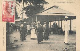 AN 67  / C P A     AFRIQUE-  CONGO FRANCAIS LIBREVILLE -  LE MARCHE - Congo Français - Autres