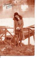 Vraie Photo BLEUET Sépia 2  : Jolie FEMME Avec Un Berger Allemand Près D'un Pont - Women