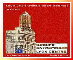 SUPER PIN'S BANQUE - CREDIT LYONNAIS : GROUPE ENTREPRISE LYON CENTRE, émail Grand Feu Base Or, Format 3,3X2,3cm  : - Banques