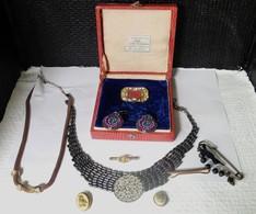Lots De Bijoux Anciens Et Barrettes Dans Un Ecrin - Bijoux & Horlogerie