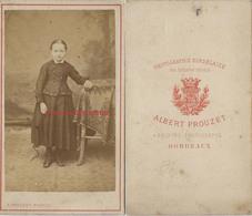 CDV Enfant Fillette, Allure Modeste Vers 1870 Photo Albert Preouzt à Bordeaux - Fotos