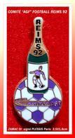 SUPER PIN'S FOOTBALL-AGF : COMITE Sportif Section FOOTBALL, REIMS 1992, En ZAMAC Base Or, Signé PLESSIS Paris - Football