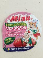 Lithuania Litauen Curd With Strawberries Top Cats - Coperchietti Di Panna Per Caffè