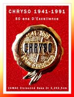 """SUPER PIN'S CHIMIE-BÂTIMENT : """"CHRYSO"""" 50 Ans D'EXCELLENCEdans Les Adjuvants Pour Matériaux, En ZAMAC Cloisonné Or 3D - Marques"""