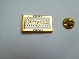 Superbe Pin's En Zamac , Ville De Baignes Sainte Radegonde , Charente - Villes