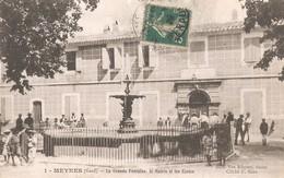 MEYNES - La Grande Fontaine, La Mairie Et Les Ecoles - France