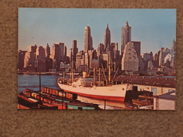 VESSEL UNLOADING AT LOWER MANHATTAN - Cargos