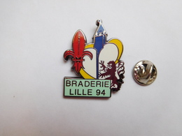 Beau Pin's En Zamac , Braderie De Lille 1994 - Villes