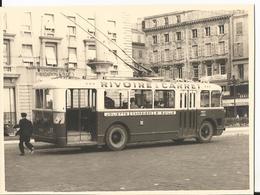 Photo - Gros Plan Trolleybus à Marseille Quai Des Belges En 1957 - Joliette Canebière Baille - Pub Rivoire Carret - Trains