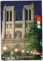Paris, La Nuit: RENAULT 8, PEUGEOT 404, CITROËN 2CV, DYANE, AUSTIN MINI - Cathédrale Notre-Dame - Toerisme