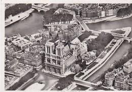 PARIS - Vue Aérienne De La Cathédrale Notre-Dame Dans L'île De La Cité - Notre Dame De Paris