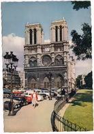 Paris: SIMCA 9 ARONDE, PEUGEOT 203, RENAULT FRÉGATE - Cathédrale Notre-Dame - Toerisme