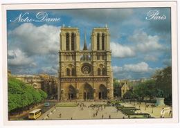 Paris: AUTOBUS/COACH, CITROËN AMI 8 - La Place Du Parvis , Cathédrale Notre-Dame Et Ses Tours - (2000) - Toerisme
