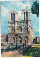 Paris: SCOOTER, VW 1200 CABRIOLET HEBMÜLLER, RENAULT 4CV DECAPOTABLE, CITROËN 2CV - Cathédrale Notre-Dame - Toerisme