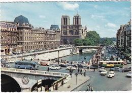 Paris: RENAULT JUVA BREAK, DAUPHINE, PEUGEOT 203, 404, CITROËN DS, HY, SIMCA ARONDE, AUTOBUS - Notre-Dame, Le Pont - Toerisme