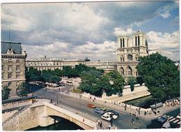 Paris: RENAULT 5, 18, 4-COMBI, CITROËN GS, CX, PEUGEOT 504, ALFA ROMEO ALFASUD - Notre-Dame Et Son Parvis - Toerisme