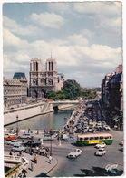 Paris: RENAULT 4, 4CV, PEUGEOT 403, SIMCA 1000, FIAT 500, OPEL OLYMPIA REKORD, CITROËN 2CV, DS, AUTOBUS - Notre-Dame - Toerisme