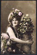 FEMME - CP - Jeune Femme Entourée De Fleurs  - Circulé - Circulated - Gelaufen - 1907. - Femmes