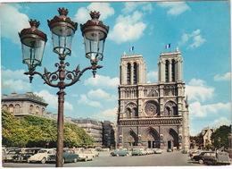 Paris: PEUGEOT 403, VW 1200 KÄFER/COX, CITROËN TRACTION AVANT, RENAULT FLORIDE, CARAVELLE, SIMCA ARONDE - Notre-Dame - Toerisme