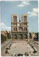Paris: CITROËN 2CV A, DS, TRACTION AVANT, RENAULT FRÉGATE, PEUGEOT 403 TAXI, VW 1200, PANHARD DYNA Z - Notre-Dame - Toerisme