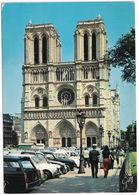 Paris: PEUGEOT 404 BREAK, 403, SIMCA 1500, CITROËN 2CV AK250 - Facade De La Cathédrale Notre-Dame - Toerisme