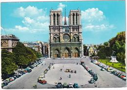 Paris: CITROËN TRACTION AVANT, 2CV, DS, RENAULT DAUPHINE, 4CV, PLYMOUTH BELVEDERE, PEUGEOT 403, 203 -  Notre-Dame - Toerisme