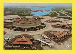 AIRPORT ֎ AEROPORT ֎  Aérogare ROISSY Charles De GAULLE Et Les Satellites  ֎ Avion Sur Le Tarmac ֎ 1977 - Aerodromi