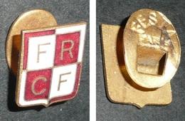 Rare Bouton De Col En Métal émaillé, écusson FRCF, Chemin De Fer, FESTA Paris, F.R.C.F - Autres