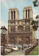 Paris: SIMCA ARONDE, 1000, RENAULT DAUPHINE, CITROËN TRACTION AVANT, FORD CONSUL CORTINA  ESTATE - Cathédrale Notre-Dame - Toerisme