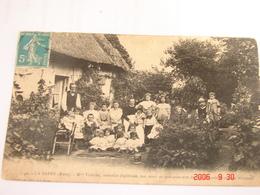 C.P.A.- La Barre (27) - Mme Edeline Nourrice Diplômée ,son Mari Avec Quelques Uns Des 56 Nourrissons - 1910 - SUP (BE67) - France