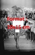 Reproduction D'une Photographie Ancienne D'une Danseuse Nue Du Cabaret Concert Mayol En 1962 - Reproductions