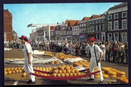 CPA ANCIENNE- HOLLANDE- ALKMAAR- FOLKLORE- LES TRANSPORTEURS DE FROMAGE EN TRES GROS PLAN- ANIMATION - Pays-Bas