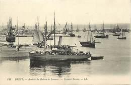 -dpts Div. -ref-AH595- Finistère - Brest - Arrivée Du Bateau De Lanveoc - 1er Bassin - Bateaux - Transports - - Brest