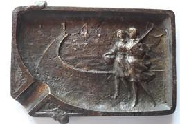 CENDRIER ANCIEN En BRONZE -2 PECHEUSES DE CREVETTES, HAVENEAU,PHARE,DIGUE,BATEAUX à VOILE-Côte D'Opale,Boulonnaises - Asbakken