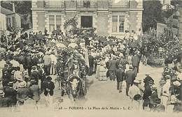 -dpts Div. -ref-AH573 - Charente Maritime - Fouras - La Place De La Marie - Défilé De Chars Fleuris - Fête - Fêtes - - Fouras-les-Bains