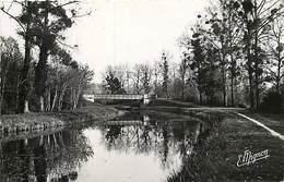 -dpts Div. -ref-AH567 - Aube - Vallant Saint Georges - Vallant St Georges - Pont Du Canal -canaux - Carte Bon Etat - - France