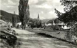 -dpts Div. -ref-AH562 - Hautes Alpes - Le Monetier Les Bains - Entree Du Village - Dans Le Fond Rochebrune - - Autres Communes