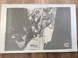 Belle Carte Photo De Poilus Du 235°RI Belfort Lançant Des Grenades Dans Une Tranchée 1914-18 - 1914-18