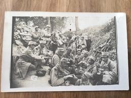 Belle Photo De Poilus Du 235°RI En Train De Manger Dans Une Tranchée Gamelle D'essai - 1914-18
