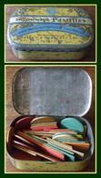 Boîte Métal Allenburys Pastilles 8 X 5 Cm Pleine De Pions De Jeu En Bois - Boîtes