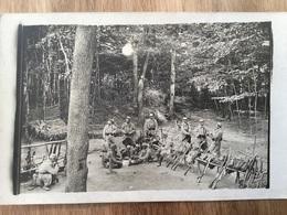 Belle Carte Photo Poilus 235°RI Au Repos Jouant Aux Cartes - 1914-18