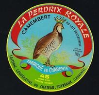 étiquette Fromage Camembert Perdrix Royale  45%mg Laiterie Coop Du Chateau Puyréaux  16 Charente - Quesos