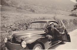 Photographie Anonyme Vintage Snapshot Automobile Voiture Auto Peugeot - Cars