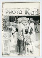 Femme Woman Homme Man Tourisme Vacances Holiday KODAK Agfa Carte Podtale Boutique PORQUEROLLES 70s - Persone Anonimi