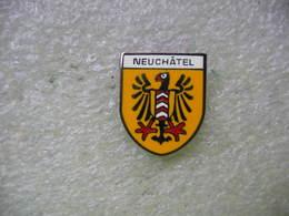 Pin's Embleme De La Ville De NEUCHATEL En Suisse - Villes