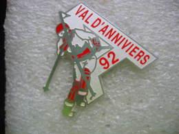 Pin's De La Pratique Du Ski De Piste Au Val D'Anniviers En 92 Dans Le Canton Du Valais En Suisse - Sports D'hiver