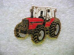 Pin's Tracteur Agricole Massey Fergusson De Couleur Rouge - Pin's